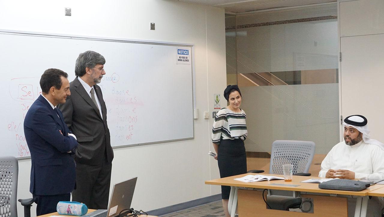 سعادة السفير الفرنسي إيريك شيفالير, وسعادة السفير السويسري إتيان ثيفوز, يحضرون درس الفرنسي في معهد دراسات الترجمة.jpg