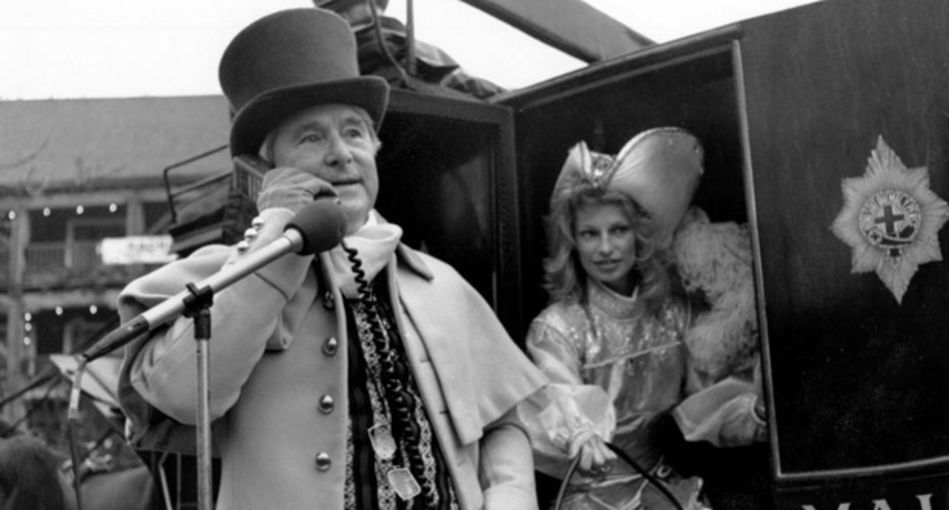 Comedian_Ernie_Wise_makes_the_UK's_first_celebrity_mobile_call.jpg