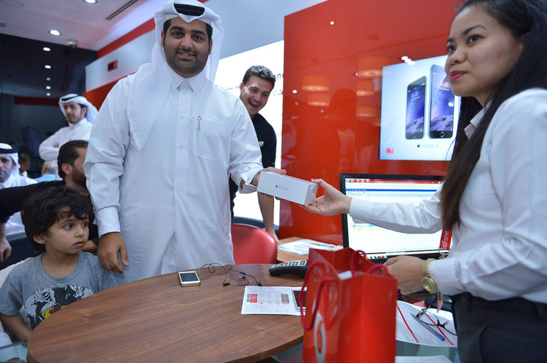 First iPhone Customer at Vodafone Official iPhone 6 and iPhone 6 Plus Launch in Qatar