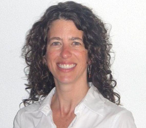 البروفيسورة سوزان سوجز، أستاذ مشارك في التسويق الاجتماعي