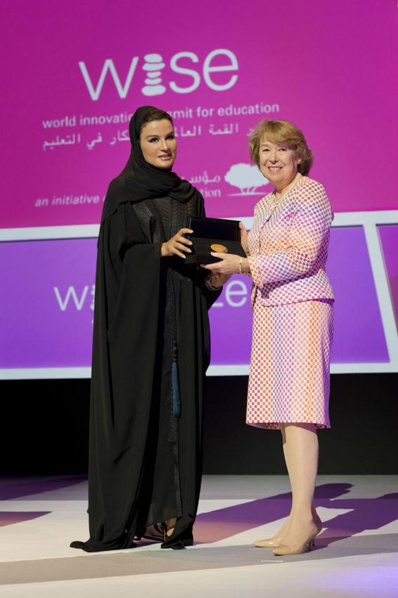 Her Highness Sheikha Moza bint Nasser presents the WISEM Prize for Education to Ms Ann Cotton